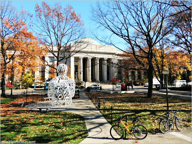 Entrada Principal del MIT en Cambridge, Massachusetts