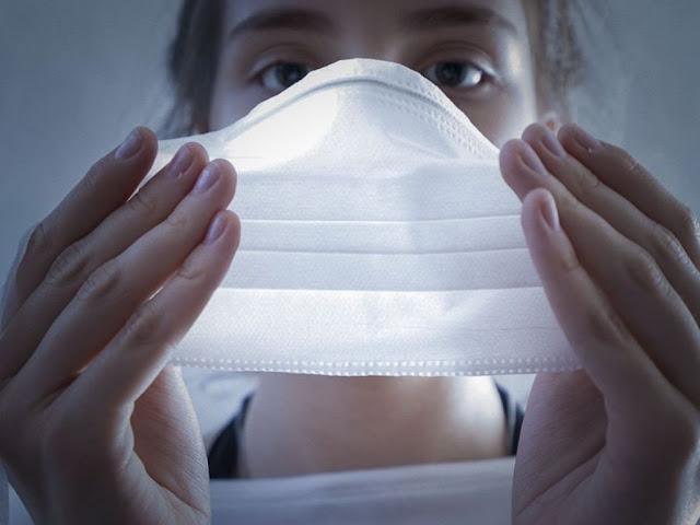 Cai busca por máscaras e álcool em gel no comércio