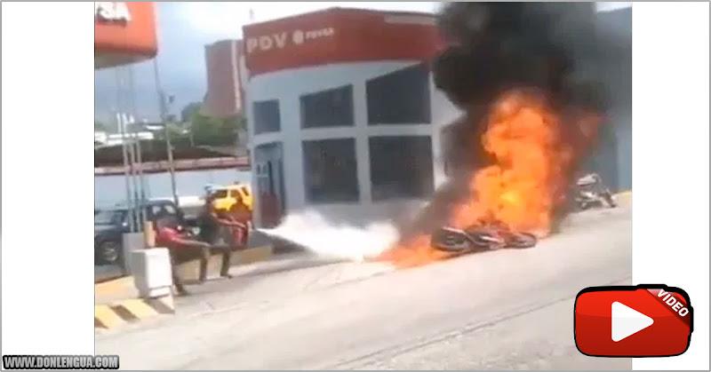 Moto se quema en Estación de Servicio tras recibir la maldición de la gasolina iraní