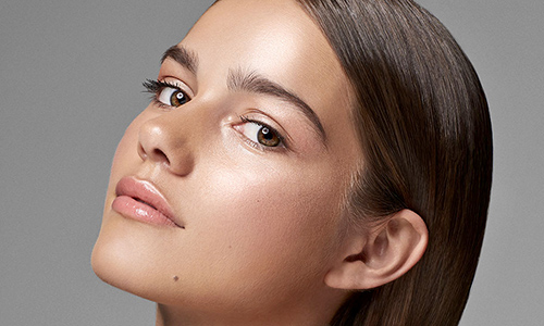 Tendencia de maquillaje para 2021 glow skin