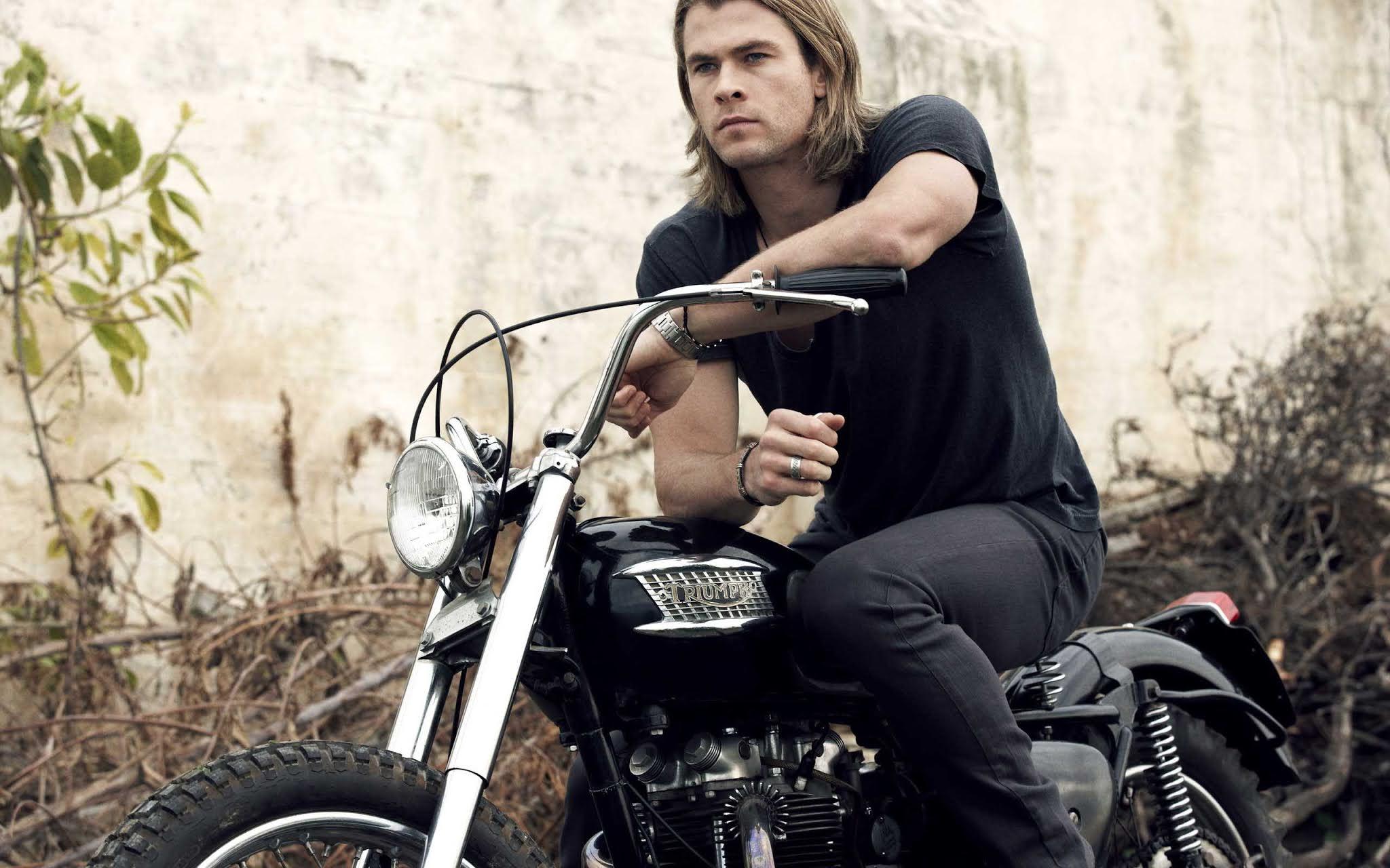 Chris Hemsworth in BIke