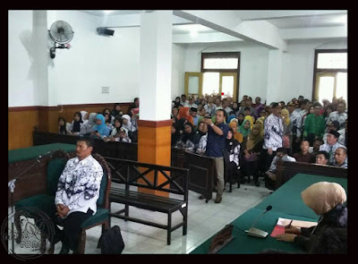 FOTO : Guru Matematika saat sidang