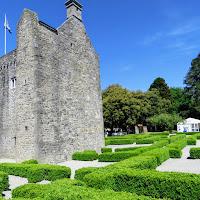 Best Dublin Walks: Castle and Hedge Maze in Phoenix Park