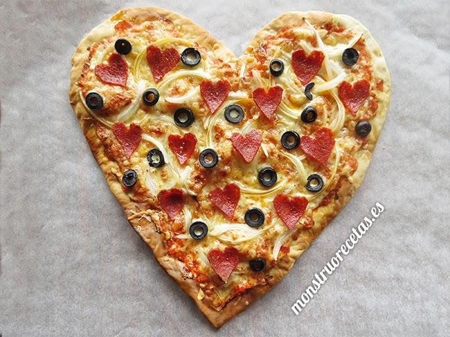 Pizza corazón para San Valentín. Masa rápida