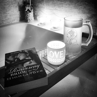 Book and a bath, A Runaway Bride For The Highlander by Elisabeth Hobbes