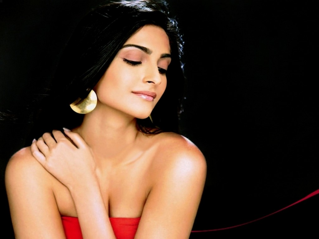 Sonam Kapoor Unseen Hottest Bikini Pictures Gallery  Bollywood World-9156