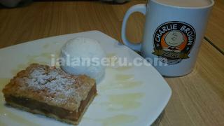 Makan Malam Di Charlie Brown Cafe Orchard Road Singapure