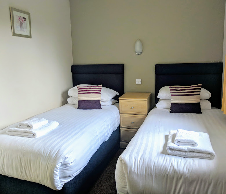 Waterside Cornwall Review | Self-Catering Lodges Near The Eden Project - 3 bed lodge twin bedroom