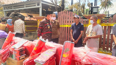 Rombongan Bupati Wajo Kunjungi Korban Kebakaran di Pacceccang Sekaligus Serahkan Bantuan