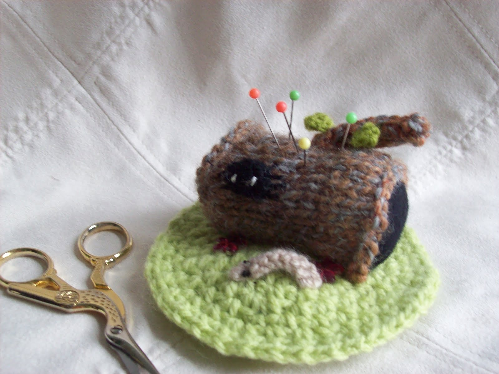 KNITTED LOG PINCUSHION