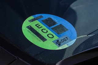 """Poco más del 1% de los coches en España tiene las etiquetas ambientales más """"verdes"""": Cero o ECO"""