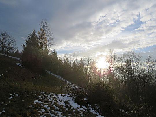Słońce coraz wyżej. Dotykają nas już jego promienie.