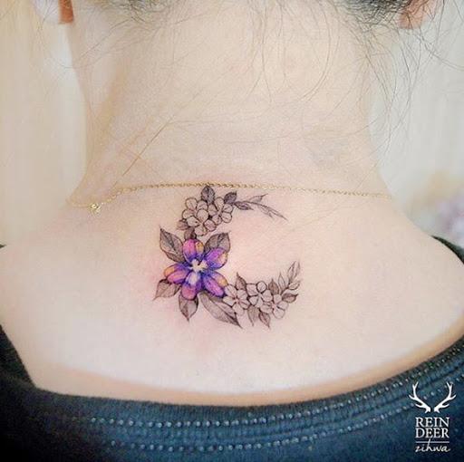 Este floral meia lua da tatuagem