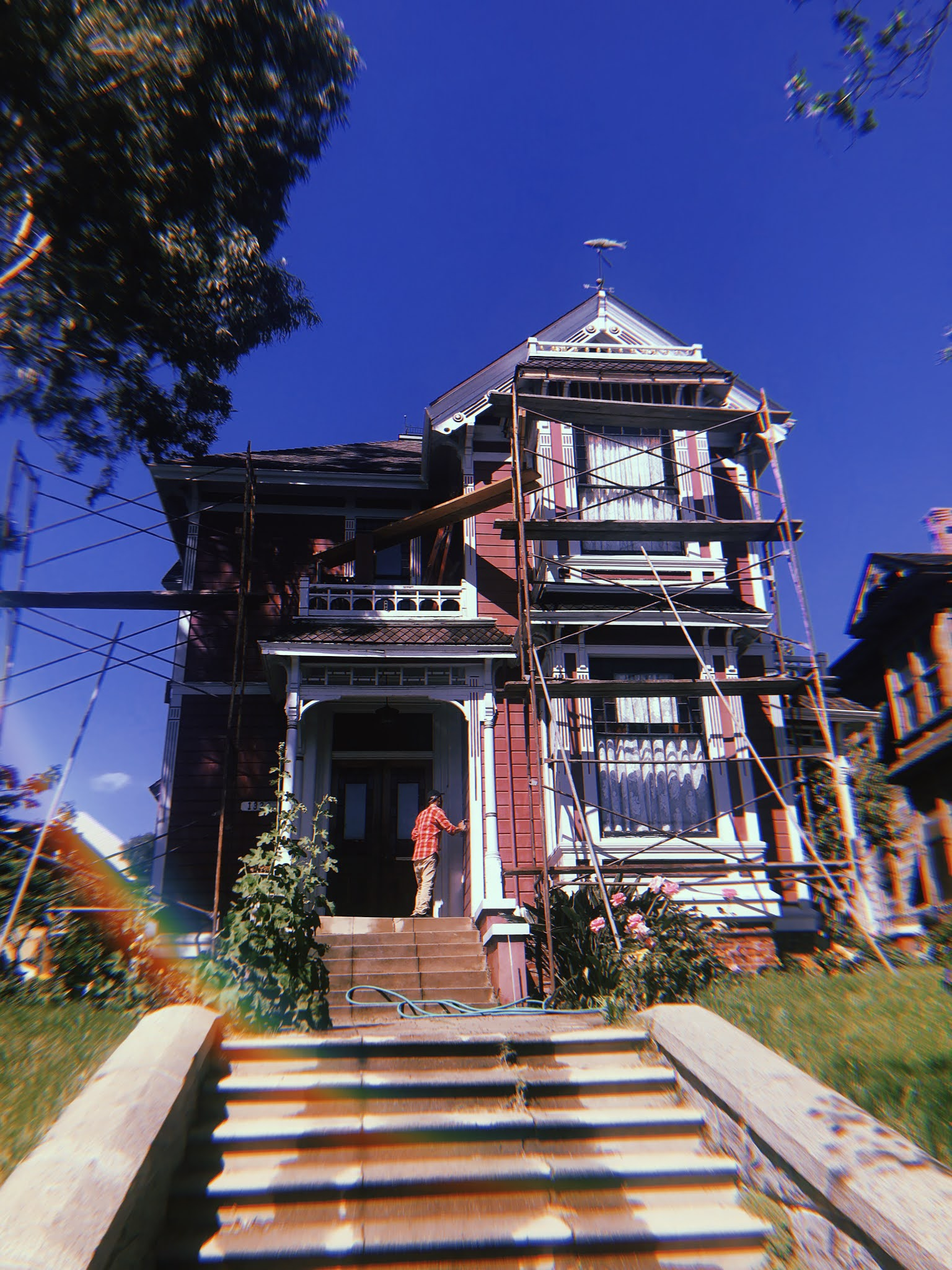 Halliwell Manor: Where is the Charmed House? Where was Charmed Filmed?  1329 Carroll Avenue in Los Angeles, California