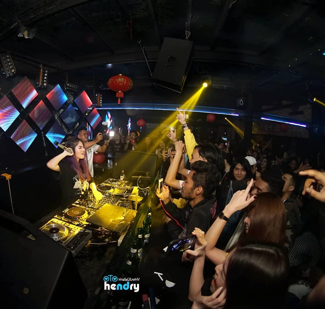 Foreplay - Bar, Live Music, Club - Batam | Jakarta100bars