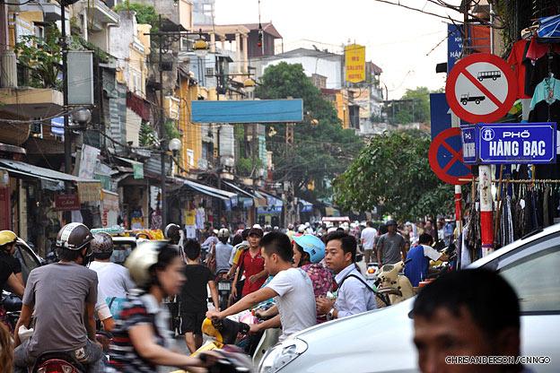 hanoi-old-quarter-busystreet-vietnam