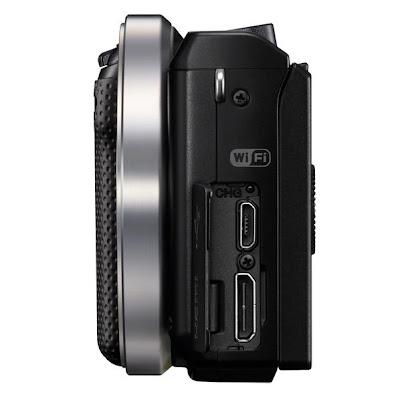 Fotografia di lato della Sony NEX-5R, con evidenza delle connessioni
