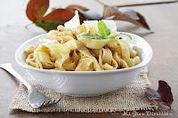 Fetuccini al pesto rojo de nueces y parmesano