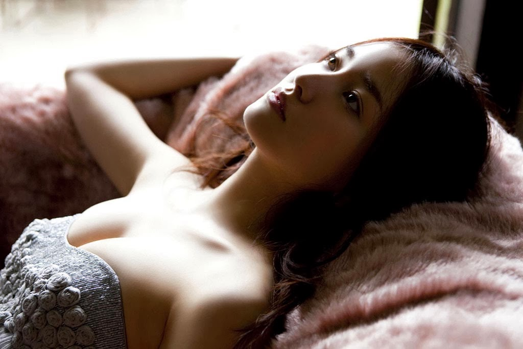 hot japanese gravure model natsuko nagaike 04