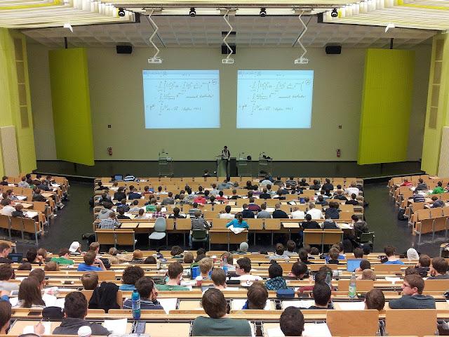 Sobre o comparecimento obrigatório de Universitários às aulas...