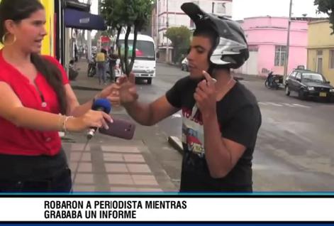 Roban a una periodista mientras grababa un informe