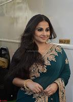 Vidya Balan looks super cute in Saree 003.jpg