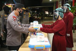 Kapolri Beri Bantuan Ke Tenaga Ke Nakes RS Polri Soekant