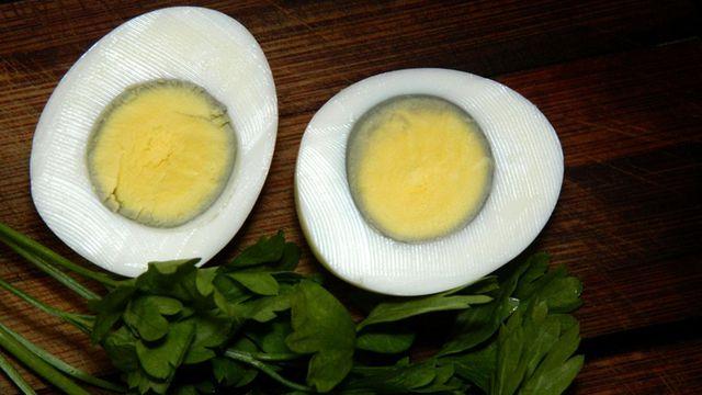 حل وضعية لون صفار البيض المسلوق للسنة الثالثة متوسط