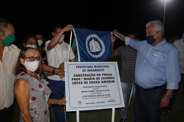 Inhambupe: prefeito e presidente da Câmara entregam praça para moradores de Ladeira do Tabuleiro