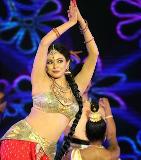 Pooja Kumar Dance Performance Pictures at Uthama Villain Audio Launch 1