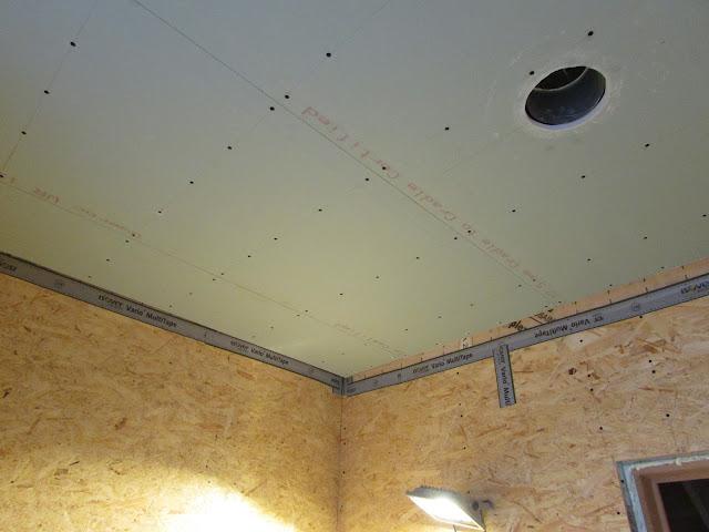 verbouwing van ons ouderlijk huis: plafond badkamer 4