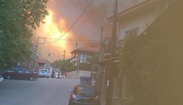Δραματικές ώρες από την πυρκαγιά στην Εύβοια - Εκκενώνονται χωριά (βίντεο