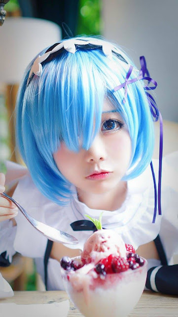 cosplay rem eat ice cream
