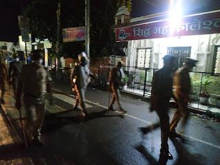 कोतवाली उरई पुलिस बल के साथ नगर उरई में पैदल गस्त -अपर पुलिस अधीक्षक जालौन                                                                                                                                                        संवाददाता, Journalist Anil Prabhakar.                                                                                               www.upviral24.in