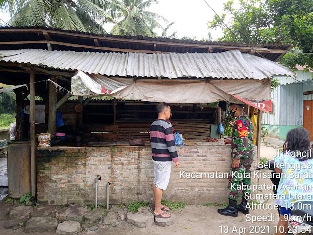 Dengan Cara Komsos Personel Jaajran Kodim 0208/Asahan Jalin Silaturahmi Dengan Warga Pemilik Rumah Potong Ayam