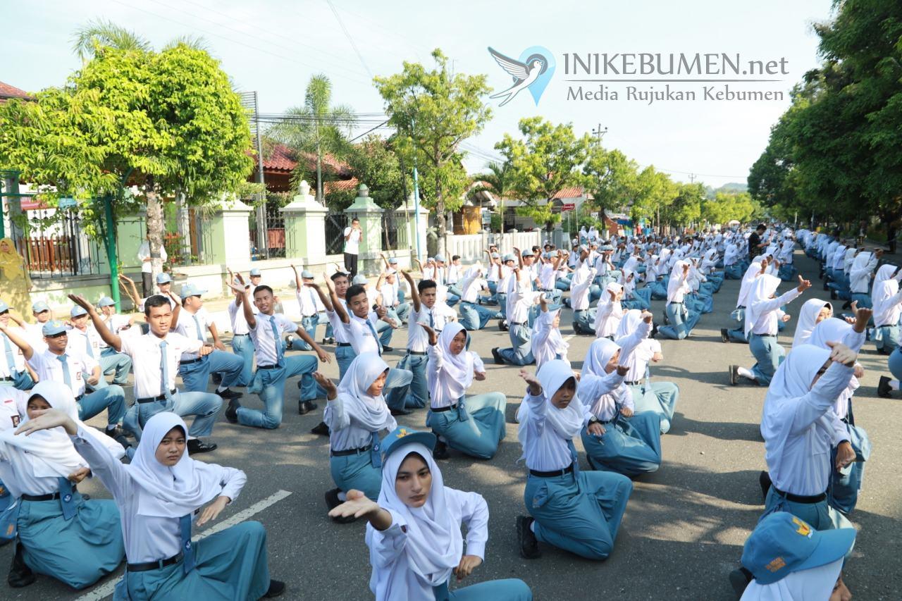 Keren! Ribuan Pelajar SMA Negeri 1 Kebumen Ikuti Flashmob Tari Cepetan