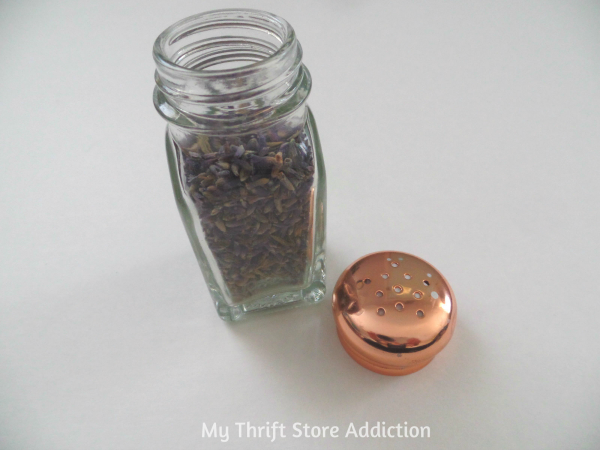 The 15 Minute Fix: Repurposed Salt Shaker Essential Oil Diffuser mythriftstoreaddiction.blogspot.com Easiest and best smelling project ever!