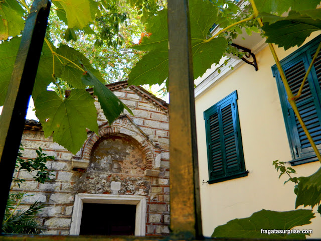 Jardim da Igreja de Agios Ioannis Theologos (São João Evangelista), em Pláka, Atenas