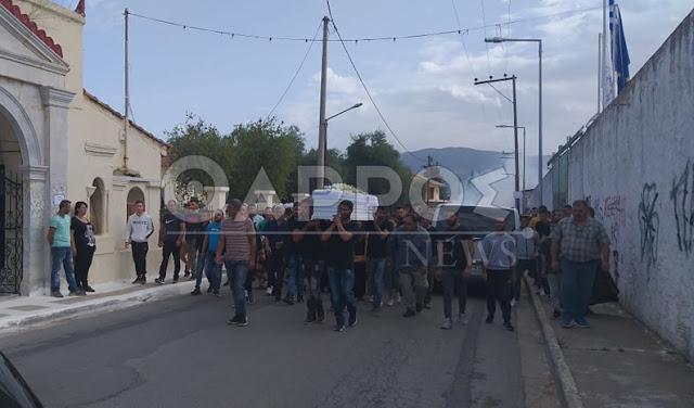 Πλήθος κόσμου στην κηδεία του 18χρονος Ρομά στη Μεσσήνη - Σοβαρά επεισόδια μετά την ταφή (βίντεο)