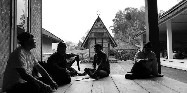 Kasepuhan  Rindu tapi Cemas Memilih Status Desa Adat