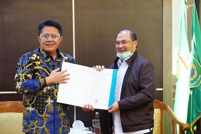 Ketua DMDI Indonesia Herman Deru Serahkan SK Penunjukan Ketua DMDI Provinsi Babel