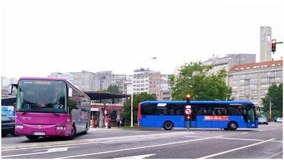 Dos autobuses metropolitanos saliendo de la Estación de Autobuses