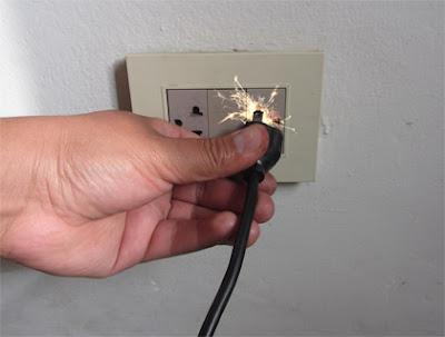 Instalaciones eléctricas residenciales - Aparato produciendo chispa al desconectar