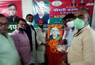 सपा ने पूर्व प्रधानमंत्री की पुण्यतिथि पर किया विचार गोष्ठी का आयोजन  | #NayaSaberaNetwork