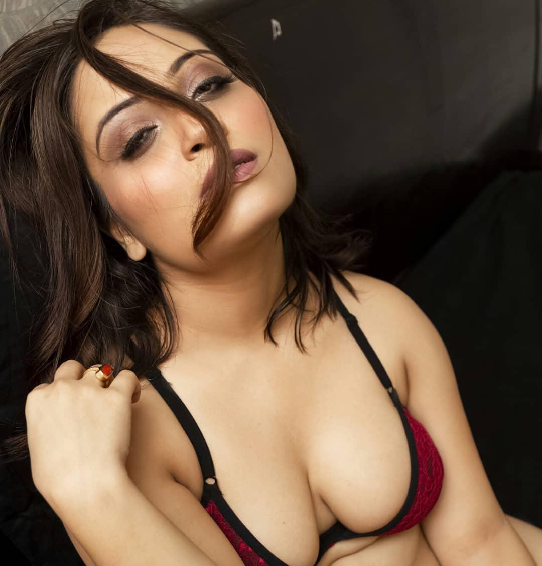 Pallavi Roy webseries actress hot photos gallery