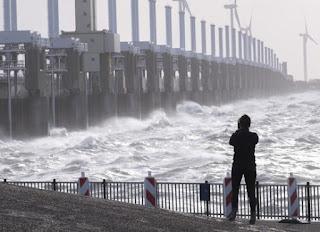 Zeespiegelmonitor 2018. Foto: Zeespiegel voor Nederlandse kust stijgt minder snel dan wereldwijd. https://www.h2owaternetwerk.nl