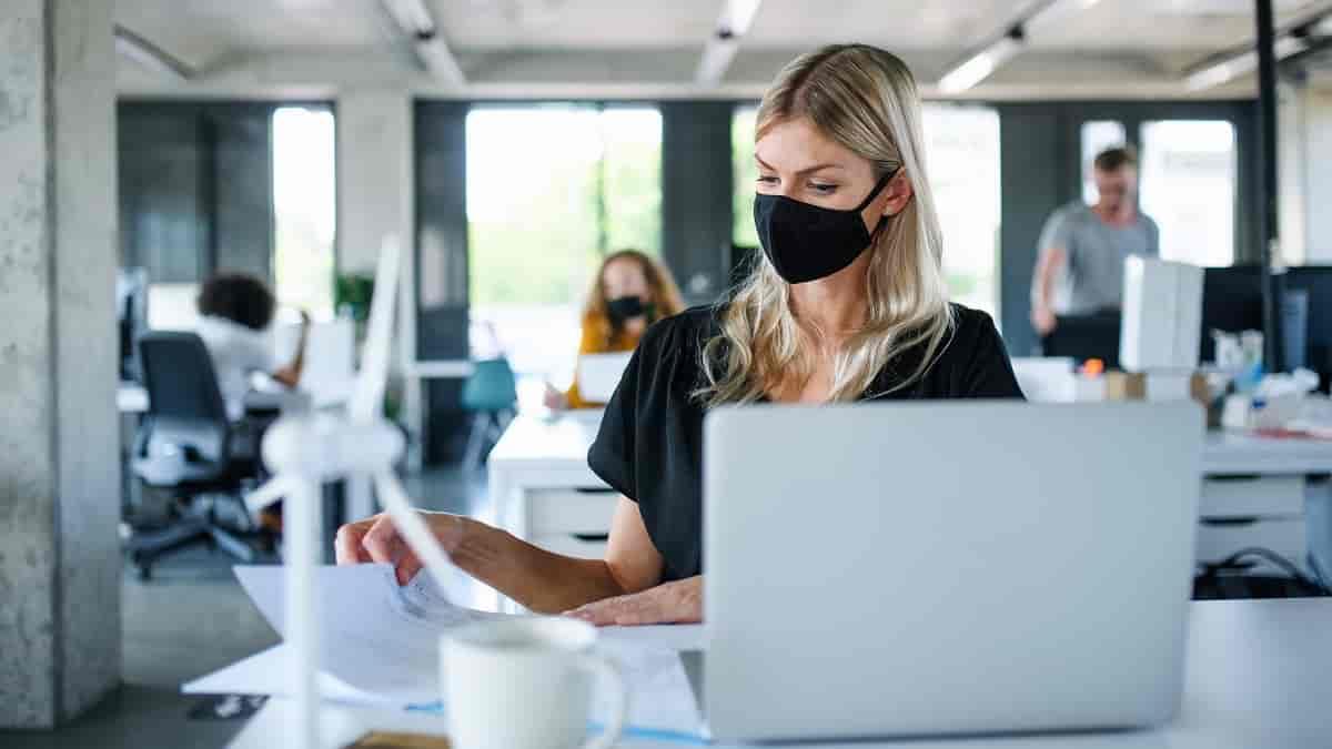Sou obrigado a voltar para o escritório durante a pandemia