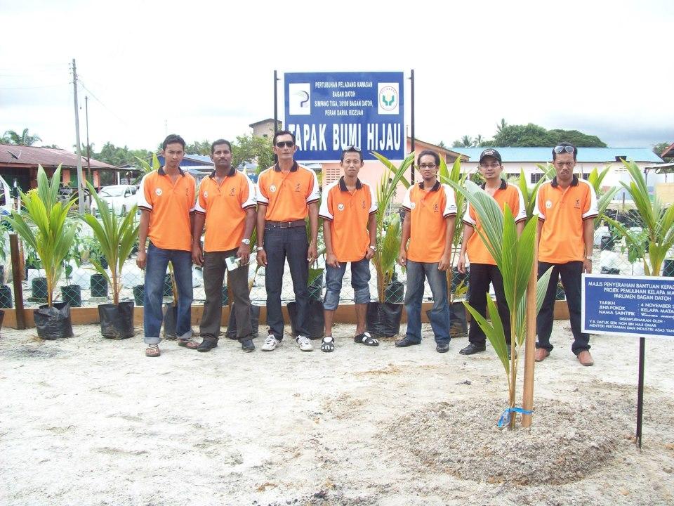 Tanaman Kelapa Matag dan Mawar King: June 2013