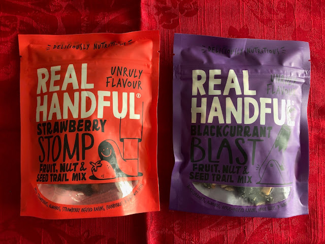 healthy snacks, fruit and nut snack mix