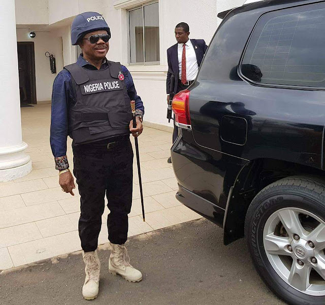 [PHOTOS] Governor Willie Obiano Spotted in a Bulletproof Vest